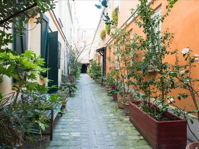 Photo for Calm and cozy apartment with beautiful courtyard for 4 persons in 5th district