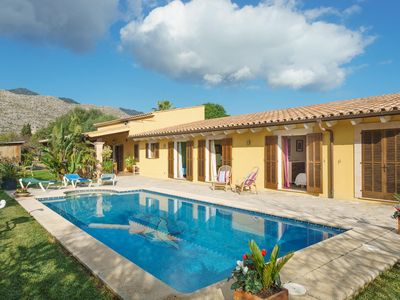 Photo for Modern villa with a rustic touch with swimming pool near the town