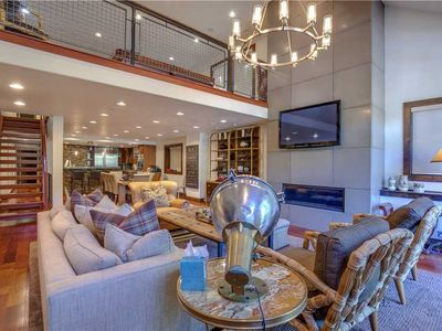 Luxury Ski Retreat, minutes from the slopes and Main Street! Direct Shuttle!