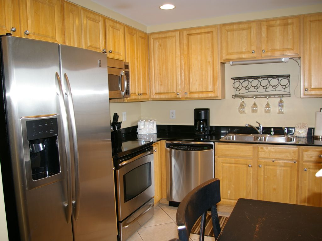 splash 2br 2ba sleeps 8 free beach chairs vrbo fully equipped kitchen with upgraded stainless steel appliances