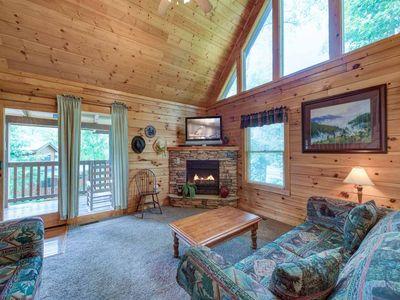 Photo for Peace 'N Quiet, 3 Bedrooms, Sleeps 10, Pool Access, Hot Tub, View, WiFi