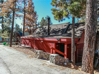 Photo for Tennessee - Cozy Fireplace, WiFi and Large Deck! Close to Lake and Village!