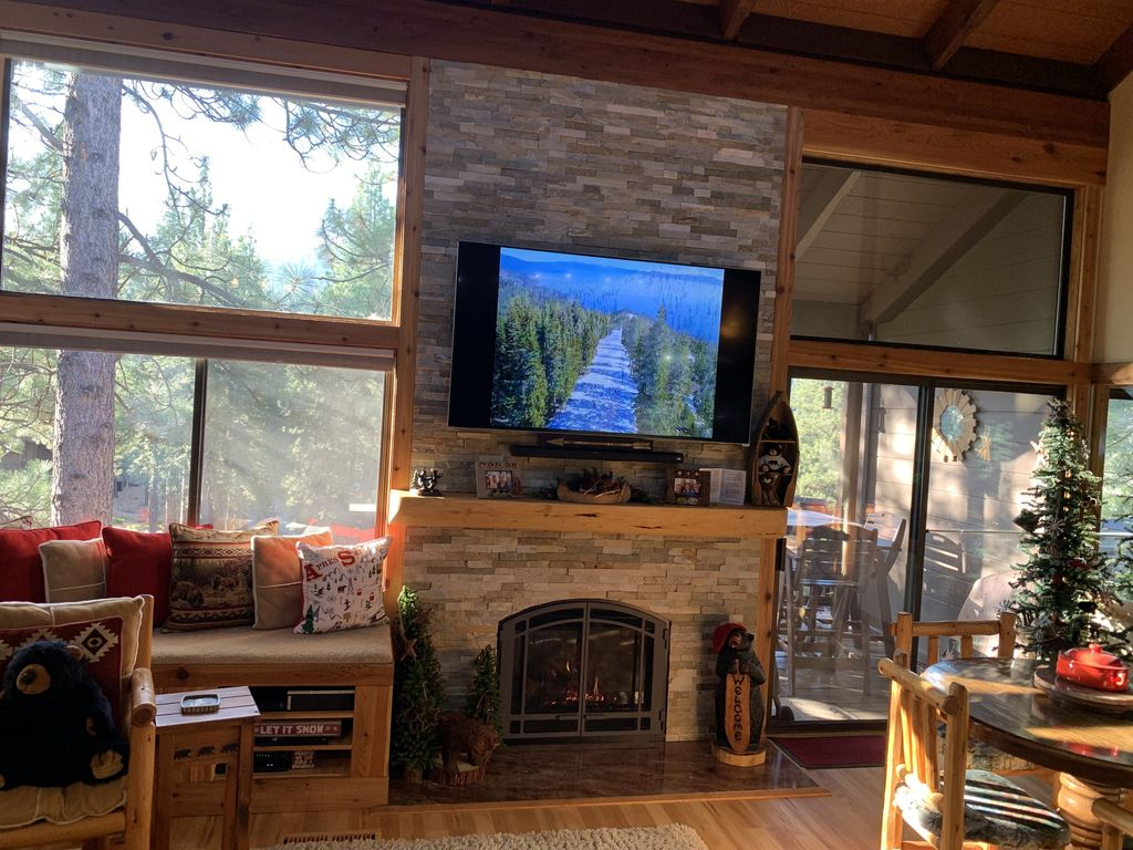 Updated Mountain Decor Fully Equipped Kitchen And Close To Shuttle Truckee