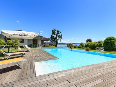 Photo for Panoramic villa with pool and breathtaking views over the lake!