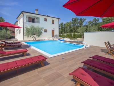 Photo for Top furnishings, pool with loungers, washing machine, restaurant nearby
