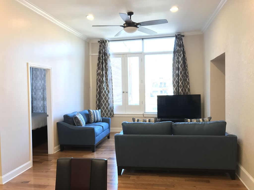 Central Downtown Flat-Closest Short Term Rental to City Center