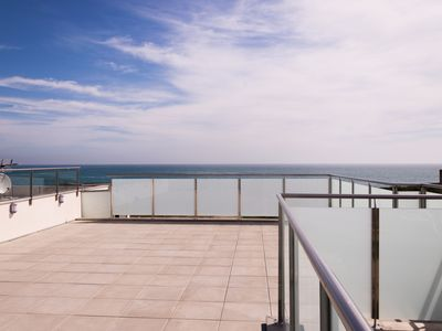 Photo for Villa 12 pers with roof terrace overlooking the sea and direct access to the beach. Wireless