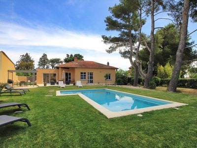 Photo for House near Avignon center private pool with 4 bedrooms 2 bathrooms