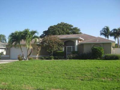 Photo for Well equipped home minutes from bridges and close to everything