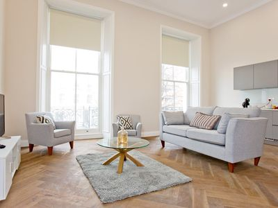 Photo for Luxurious 1 bedroom apartment in Earl's Court with balcony!