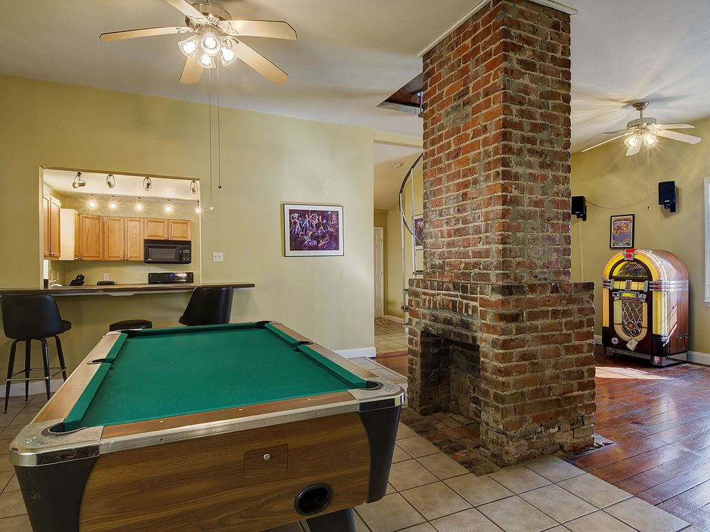The Ultimate Bachelor Party Pad Marrero Louisiana RentByOwner - Pool table pad