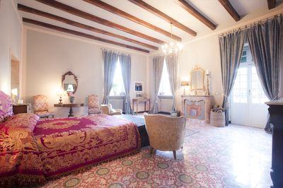 Il Cardinale suite, double bedroom with en-suite bathroom, fireplace, terrace