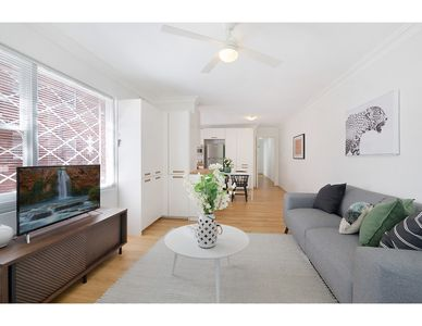 Photo for Charming parkside apartment in quiet area