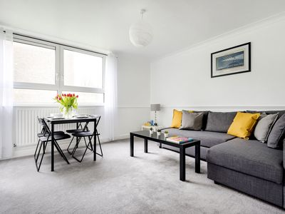 Photo for Light and Cosy Southfields Apartment - DENN