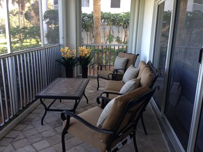 The lovely patio set to enjoy your latte or margarita ...