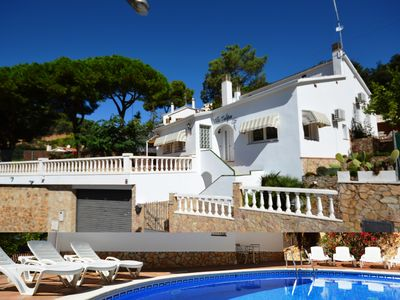 Photo for Villa Tulipa, 12p, beach 500 m, WIFI, full air conditioning, central heating, private pool