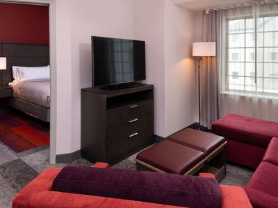 Photo for Comfy King Suite. Free Breakfast Buffet. Outdoor Pool.