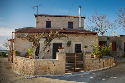 House Veisakis front view
