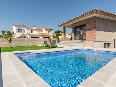 Photo for Margarita: Modern villa with garden and swimming pool 500 meters from the beach