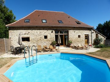 Liberte Bosquet Gites. Renovated Cottage and Barn with gardens and heated pools - Liberte Barn