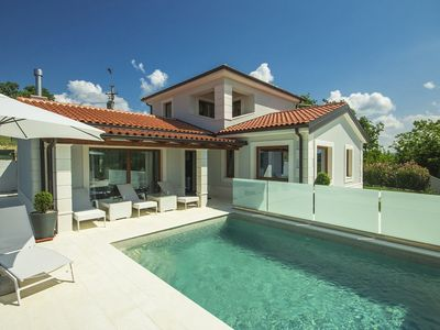 Photo for Modern villa with pool and whirlpool in Istria