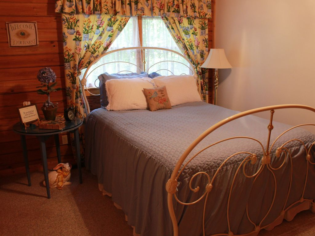 Property Image#18 Beautifully Furnished Cabin In Pine Mountain Near  Callaway Gardens And F.D.R.