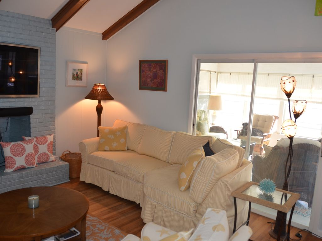 Property Image 5 Rehoboth Beach Downtown  Pet Friendly 3BR  3 Bath 2 2  blocksRehoboth Beach Downtown  Pet Friendly 3BR  3 Bath 2 2 blocks to  . Dog Friendly Places To Stay Bath. Home Design Ideas
