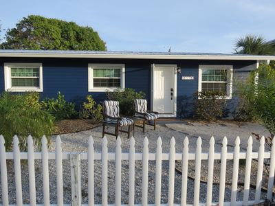 Charming cottage in quiet area, close to beach & bay.