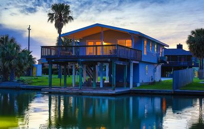 Honu Hale! Canal Waterfront home fisherman's dream right off the deck!