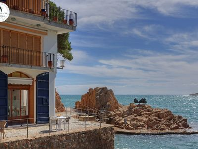 Photo for Bright apartment on the beach with sea views, ideal for relaxing with the family