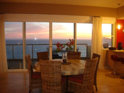 Dining for 6 people comfortably on the onyx table while enjoying the sunset.