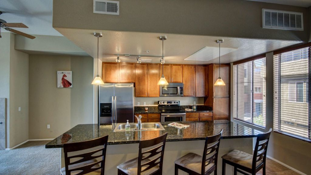 Resort Style Townhome Across Street from Cardinals Stadium & Westgate Ent Zone