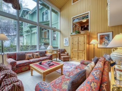 Photo for Family home w/private hot tub, fireplaces & deck w/ gas grill - 1 mile to skiing