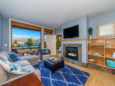 Photo for Nautical Comfort - 2 bed, 2 bath Condo Near Lakeside Park and Downtown Chelan