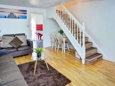 Photo for Premier · Cozy 2-Bed Hse Nr  London ExCEL. Parking, WIFI.Sleeps 6