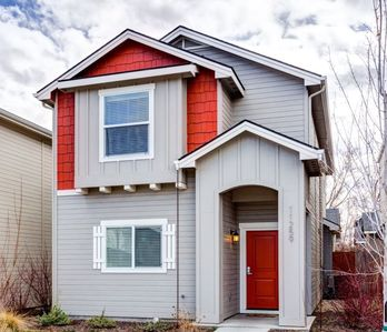 Extremely Clean Modern Spacious Home In Great Location