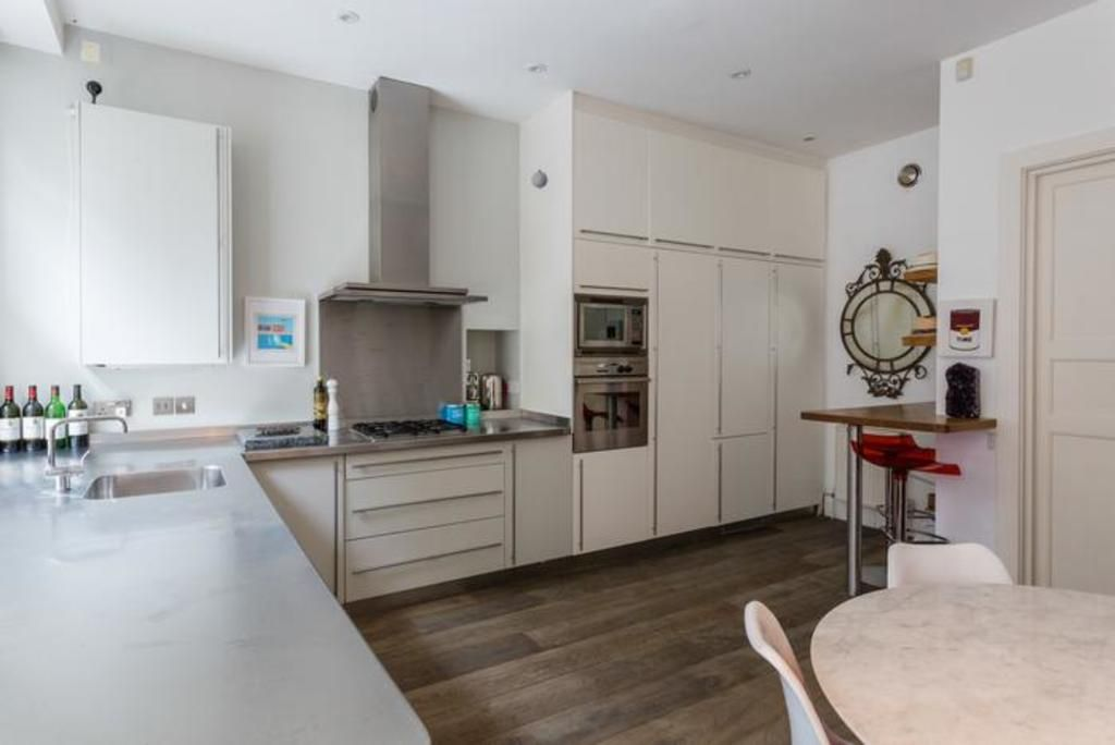 London Home 207, Imagine Your Family Renting a Luxury Holiday Home Close to London's Main Attractions - Two Bedroom Villa, Sleeps 4