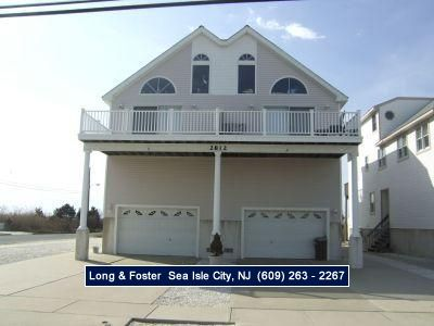 5 bedroom 3 bath townhouse with beautiful view of the wetlands