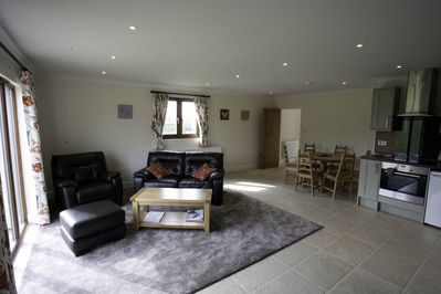 Sitting room / fully fitted kitchen