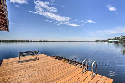 This vacation rental home is located on the shores of Lake Huntley.