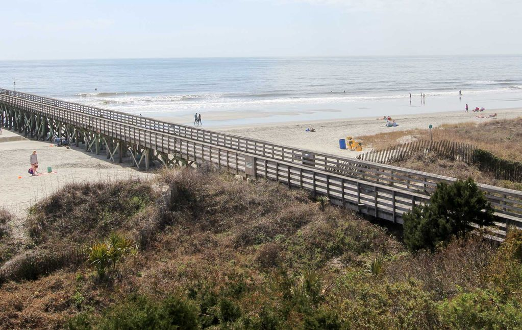 Oceanside condo located on front beach homeaway isle for Isle of palms fishing pier