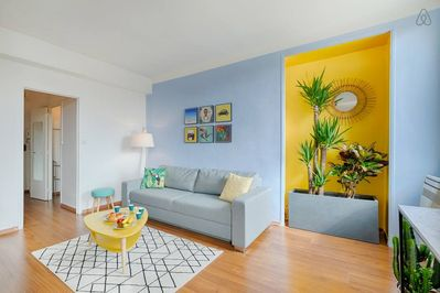 Notre lumineux et spacieux séjour / Our bright and very spacious living room