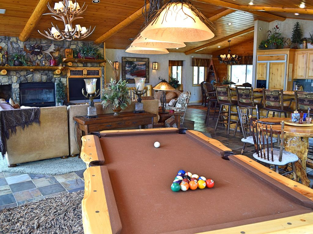 All Seasons On The Hill: Luxury In Castle Glen! Pool Table! Amazing Views!  WiFi!