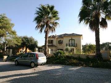 Luxury large private detached villa with heated pool & games room in quiet area