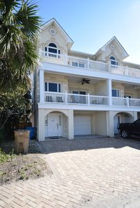 Beautifully Townhouse Just Steps Away from Beach and Pier