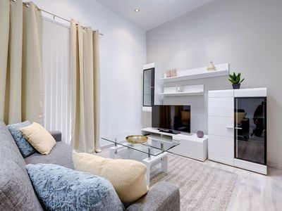 Photo for Stylish 1BR Apartment steps to the Promenade