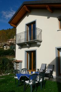 Photo for Cozy 2-room house with garden and fantastic view of the lake