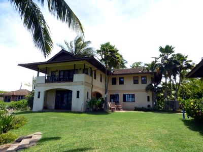 Two story villa within walking distance to the beach