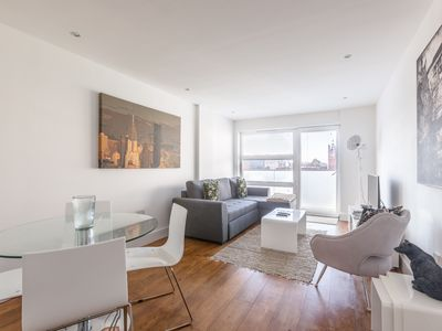 Photo for Luxury 2-Bed Flat w/ Parking