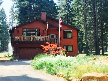 Luxury Home at Lake Almanor West Home on the Golf Course with Hot Tub
